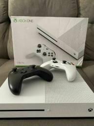 Xbox One S 1TB + Headset Warrior