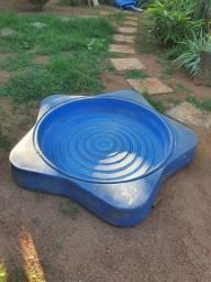 Caixa de areia infantil com tampa