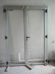 Porta de grande porte ( Alumínio ) nova nunca foi instalada zap 98762-7274