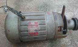 Motor 1;2 cv 3900 rpm trifásico pode também ligar em mono 220 cm capacitor