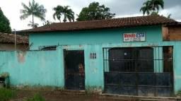 Vende se uma casa no Almir Gabriel