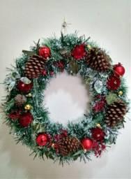 Guirlandas natalinas e decorações em geral