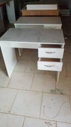 Escrivaninha pequena