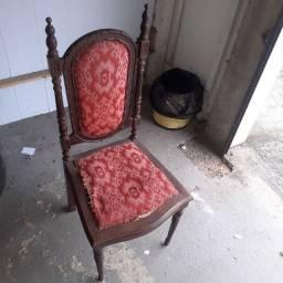 Título do anúncio:  Cadeiras antigas em madeira