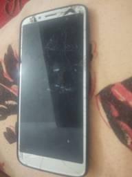 Moto G6 play funcionando normal, vidro trincado, não a película...