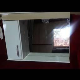 Espelheiro com luminária e escoveiro