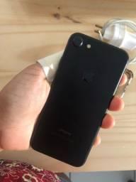 iPhone 7 32gb com carregador e fone