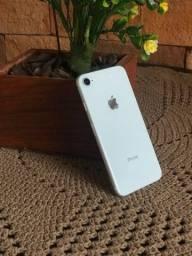 Imperdível, IPhone 8 silver - 64GB de vitrine