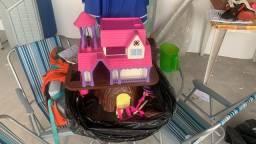 Castelo e mesa de criança