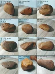 Pedras e seixos de rio