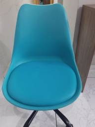 199,00<br> Vendo cadeira giratória de escritório eiffel.<br>*Passamos cartão.