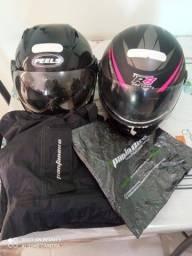 Vendo 2 capacetes+capa de chuva