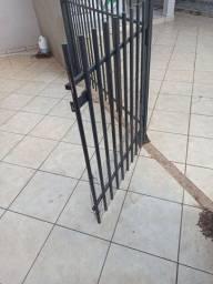 Vendo portãozinho
