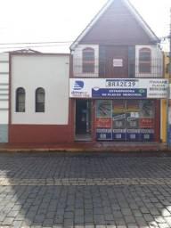 Título do anúncio: Alugo Casa com sacada Centro de Itararé SP