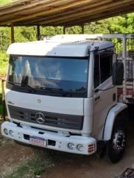 Caminhão carroceria