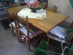 Mesa de Madeira forte c/ as Cadeiras