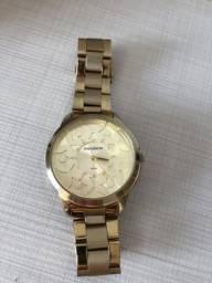 Relógio feminino dourado mondaine