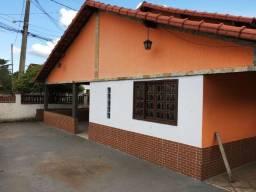 Jordão Corretores - Excelente casa de esquina de 05 quartos aceita financiamento próprio!