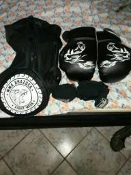 Luva Muay Thai.  Leia