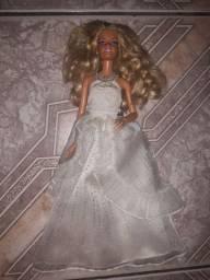Barbie noiva em bom estado