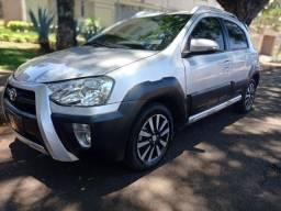 Toyota Etios Cross 1.5 2016!! Completo + Couro!!