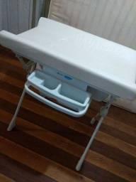 Banheira trocador, bebê conforto com base, cadeirinha de balanço, e chiqueirinho