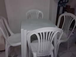 Jogo de   Mesa com cadeiras ...nova  220reais