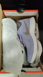 Nike Revolution 4. Cor:Lilás