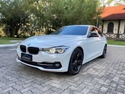 BMW 320i Sport 2017 com teto solar