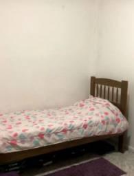 Vendo cama de solteiro de madeira