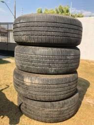 Vendo vários pneus de várias marcas e tamanhos.