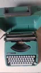 Máquina de escrever Ollivetti Lettera 82