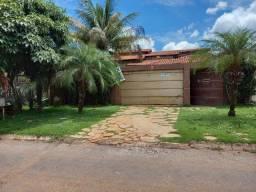 Casa com 3 Quartos, sendo 1 Suíte, em Lote de 360 m², no Alto das Caraíbas, Luziânia-GO.