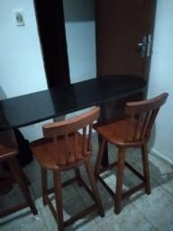 Título do anúncio: Mesa em marmore com 3 banquetas seminovas.