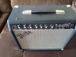 Caixa Fender impecável com reverb Mola