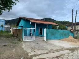 Casa em Mongaguá com piscina, para financiar