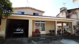 CASA SOLTA NO CENTRO DO JANGA C/ 05 QTS E 04 VAGAS DE GARAGEM!