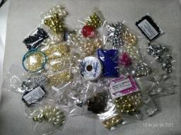 Peças e miçangas para montagem de bijuterias