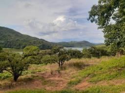 EV vende-se terrenos do lado da represa