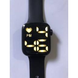 Título do anúncio: Relógio Led com coração, a prova de água