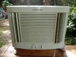 Vendo ar condicionado 7500 electrolux