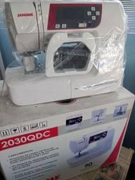 Máquina de costura 2030