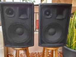 Vendo 02(duas) caixas de som 12, 600w.