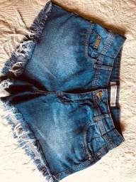 Short jeans da marca Colcci