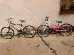 Duas bicicletas novas R$ 350 cada.