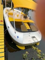 Vende-se ou troca-se Jet Boat por lancha pequena.