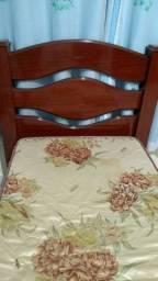 Cama e colchão de solteiro