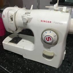 Título do anúncio: 2 Máquina de Costura Singer funcionando perfeitamente