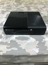 Título do anúncio: Xbox 360, 2 controles, transformador, varios jogos
