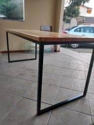 Mesa de ferro com madeira maciça